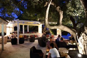 Beach Cocktail Bar Terra Nova Skalinada Hvar terasa noć