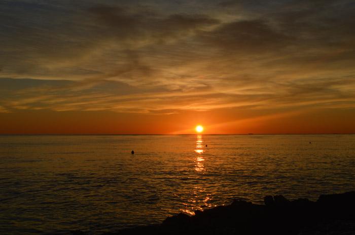 Skalinada plaža zalazak sunca